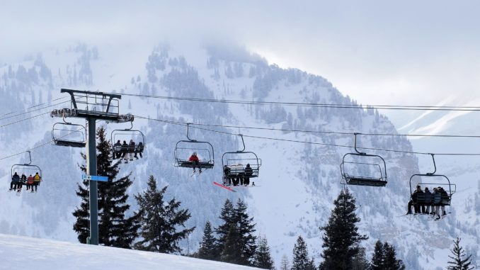 3 Ways to Get Cheap Ski Vacation Packages